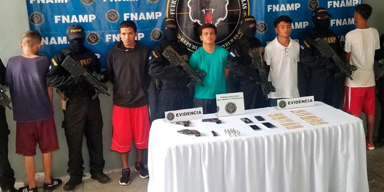 """Armados atrapan a cinco integrantes de """"La Rumba"""""""
