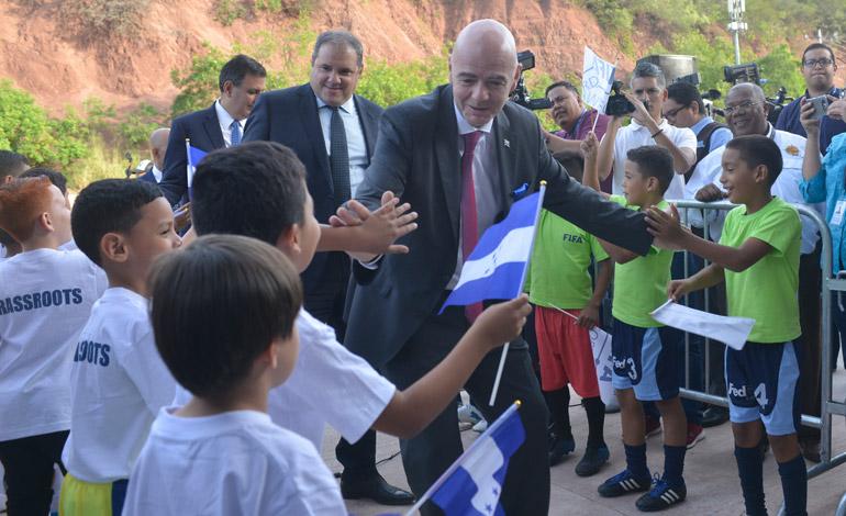 Fenafuth inaugura Estadio Infantil con presencia de Infantino