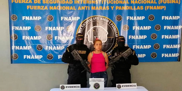 """Capturan miembro activo de la Mara-18 en Chamelecón conocida como """"La Barbie"""""""