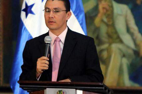 Ebal Díaz: no es recomendable que los niños vuelvan a la escuela en un futuro cercano.